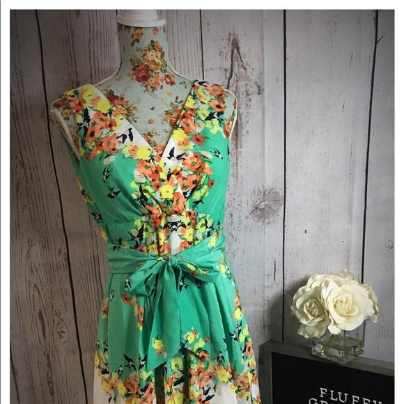 Dress Barn Dresses & Skirts - Dress Barn V neck Flowered dress size 4